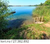 Купить «Summer lake calm beach with wood steeps to the water», фото № 27382892, снято 1 сентября 2017 г. (c) Юрий Брыкайло / Фотобанк Лори