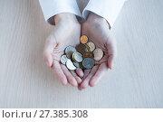 Купить «Female hands hold many small coins of rubles», фото № 27385308, снято 6 января 2018 г. (c) Катерина Белякина / Фотобанк Лори