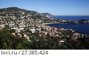Купить «Nice cityscape with apartment buildings seaview, France», видеоролик № 27385424, снято 20 декабря 2017 г. (c) Яков Филимонов / Фотобанк Лори
