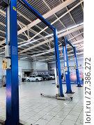 Купить «Car lifts. Interior of a modern car workshop», фото № 27386272, снято 2 февраля 2016 г. (c) Евгений Ткачёв / Фотобанк Лори