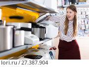 Купить «woman in delight from new devices in store», фото № 27387904, снято 12 декабря 2017 г. (c) Яков Филимонов / Фотобанк Лори