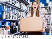 Купить «Girl holding box with purchase», фото № 27387912, снято 12 декабря 2017 г. (c) Яков Филимонов / Фотобанк Лори