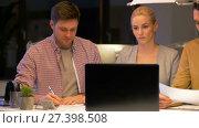 Купить «business team with laptop working at night office», видеоролик № 27398508, снято 14 декабря 2017 г. (c) Syda Productions / Фотобанк Лори