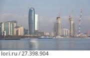 Купить «Строительство новых высотных зданий на берегу Бакинской бухты. Баку, Азербайджан», видеоролик № 27398904, снято 4 января 2018 г. (c) Виктор Карасев / Фотобанк Лори