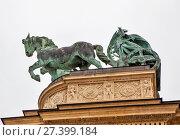 Купить «Колесница. Площадь Героев. Будапешт.  Венгрия», фото № 27399184, снято 16 декабря 2013 г. (c) Сергей Афанасьев / Фотобанк Лори