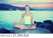 Купить «Young girl in yoga pose lotos», фото № 27399424, снято 16 августа 2018 г. (c) Яков Филимонов / Фотобанк Лори