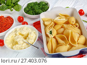 Купить «pasta shells with ingredients for baking», фото № 27403076, снято 13 января 2018 г. (c) Oksana Zh / Фотобанк Лори