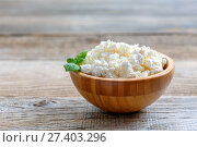 Homemade cottage cheese in a wooden bowl. Стоковое фото, фотограф Марина Сапрунова / Фотобанк Лори