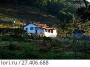 Купить «Moradias no bairro rural Cantagalo, São Bento do Sapucaí, São Paulo, Brazil, 07/2017», фото № 27406688, снято 21 июля 2017 г. (c) age Fotostock / Фотобанк Лори
