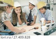 Купить «Teens engineers discussing draft at the table», фото № 27409828, снято 27 мая 2019 г. (c) Яков Филимонов / Фотобанк Лори