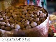 Купить «Small chocolates covered with cacao in confectionery», фото № 27410180, снято 10 декабря 2018 г. (c) Яков Филимонов / Фотобанк Лори