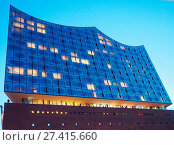 Купить «Elbphilharmonie at dawn. The building contains concert halls, a hotel and apartments (architects: Herzog & de Meuron) - Hamburg, Germany», фото № 27415660, снято 1 января 2000 г. (c) age Fotostock / Фотобанк Лори