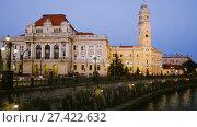 Купить «Illuminated City Hall on Oradea embankment in twilight, Romania», видеоролик № 27422632, снято 6 октября 2017 г. (c) Яков Филимонов / Фотобанк Лори