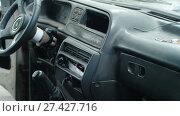 Купить «Interior of an old car», видеоролик № 27427716, снято 14 декабря 2017 г. (c) Илья Шаматура / Фотобанк Лори