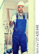 Купить «Man constructor with electric saw in gloves», фото № 27428848, снято 18 мая 2017 г. (c) Яков Филимонов / Фотобанк Лори