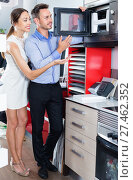 Купить «Couple choosing microwave in household appliance section», фото № 27462352, снято 15 июня 2017 г. (c) Яков Филимонов / Фотобанк Лори