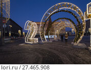 Купить «Christmas (New Year holidays) decoration Lubyanskaya (Lubyanka) Square in the evening, Moscow, Russia», фото № 27465908, снято 9 января 2018 г. (c) Владимир Журавлев / Фотобанк Лори