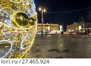 Купить «Christmas (New Year holidays) decoration Lubyanskaya (Lubyanka) Square in the evening, Moscow, Russia», фото № 27465924, снято 9 января 2018 г. (c) Владимир Журавлев / Фотобанк Лори