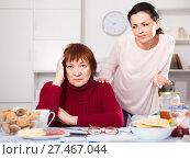 Two women having serious quarrel and talking. Стоковое фото, фотограф Яков Филимонов / Фотобанк Лори