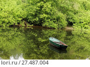 Wooden Dinghy on a Lake. Стоковое фото, фотограф Zoonar/Paul Mayall / age Fotostock / Фотобанк Лори