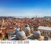 Купить «Панорамный вид на крыши Венеции с вершины колокольни Святого Марка (San Marco Campanile) базилики Святого Марка в Венеции, расположенной на площади Сан-Марко в Венеции, Италия,», фото № 27505608, снято 16 апреля 2017 г. (c) Наталья Волкова / Фотобанк Лори