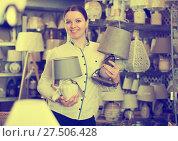 Купить «female is holding lamp», фото № 27506428, снято 20 декабря 2017 г. (c) Яков Филимонов / Фотобанк Лори