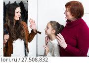 Купить «Happy mother saying goodbye to daughter with grandma», фото № 27508832, снято 25 ноября 2017 г. (c) Яков Филимонов / Фотобанк Лори