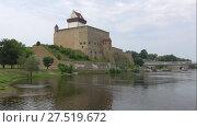 Купить «Вид на замок Германа облачным августовским днем. Нарва, Эстония», видеоролик № 27519672, снято 12 августа 2017 г. (c) Виктор Карасев / Фотобанк Лори