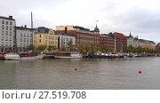 Купить «Набережная  Похйойсранта облачным сентябрьским вечером. Хельсинки, Финляндия», видеоролик № 27519708, снято 16 сентября 2017 г. (c) Виктор Карасев / Фотобанк Лори