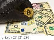 Купить «Рука в черной перчатке держит биткоин. Биткоин, доллары и евро», эксклюзивное фото № 27521296, снято 30 января 2018 г. (c) Юрий Морозов / Фотобанк Лори
