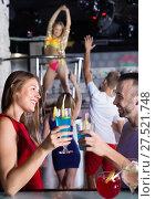 Купить «Female and male clubbing with cocktail in the club on party», фото № 27521748, снято 28 августа 2017 г. (c) Яков Филимонов / Фотобанк Лори