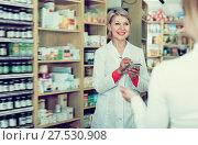 Купить «Positive woman recommending skin care products», фото № 27530908, снято 15 марта 2017 г. (c) Яков Филимонов / Фотобанк Лори