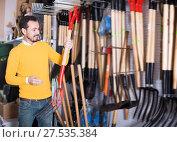 Купить «Glad man choosing new pitchfork», фото № 27535384, снято 2 марта 2017 г. (c) Яков Филимонов / Фотобанк Лори