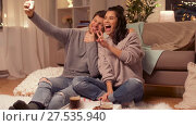 Купить «happy couple taking selfie by smartphone at home», видеоролик № 27535940, снято 23 января 2018 г. (c) Syda Productions / Фотобанк Лори