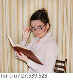Купить «Деловая девушка в очках с книгой», эксклюзивное фото № 27539528, снято 7 апреля 2012 г. (c) Юрий Морозов / Фотобанк Лори