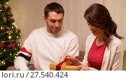 Купить «happy couple with christmas gift at home», видеоролик № 27540424, снято 17 января 2018 г. (c) Syda Productions / Фотобанк Лори