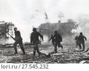 Немецкие захватчики жгут деревню. 30.11.1941. Стоковое фото, фотограф Retro / Фотобанк Лори