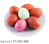 Купить «Пасхальные разноцветные яйца в тарелке», фото № 27545440, снято 20 апреля 2014 г. (c) Литвяк Игорь / Фотобанк Лори