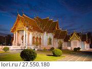 Купить «Wat Benchamabophit (Мраморный храм) в вечерних сумерках. Бангкок, Таиланд», фото № 27550180, снято 13 декабря 2016 г. (c) Виктор Карасев / Фотобанк Лори