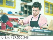 Купить «Joiner working in workshop», фото № 27550348, снято 8 апреля 2017 г. (c) Яков Филимонов / Фотобанк Лори