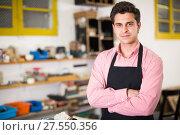 Купить «Craftsman working on woodworking machine», фото № 27550356, снято 8 апреля 2017 г. (c) Яков Филимонов / Фотобанк Лори