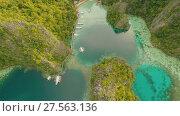 Купить «Very beautyful lagoon with boats. Paradise islands in Philippines. Kayangan Lake.», видеоролик № 27563136, снято 4 февраля 2018 г. (c) Mikhail Davidovich / Фотобанк Лори
