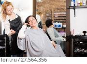 Купить «Woman consults with a young hairdresser», фото № 27564356, снято 7 марта 2017 г. (c) Яков Филимонов / Фотобанк Лори