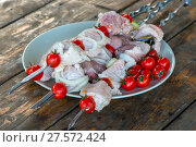 Купить «closeup on a plate appetizing meat shish kebab on a table, raw meat», фото № 27572424, снято 14 июня 2016 г. (c) Константин Лабунский / Фотобанк Лори