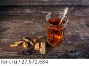 Faceted glass with tea. Стоковое фото, фотограф Юрий Шурчков / Фотобанк Лори