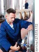 Купить «Man working on secondary fermentation equipment», фото № 27573172, снято 13 декабря 2019 г. (c) Яков Филимонов / Фотобанк Лори