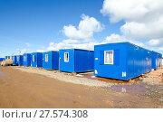 Купить «Модульные здания в вахтовом поселке», фото № 27574308, снято 10 апреля 2015 г. (c) Яковлев Сергей / Фотобанк Лори