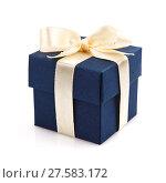 Купить «Single dark blue gift box», фото № 27583172, снято 17 сентября 2018 г. (c) PantherMedia / Фотобанк Лори