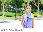 Купить «Sporty girl listen to music», фото № 27589232, снято 23 мая 2019 г. (c) PantherMedia / Фотобанк Лори