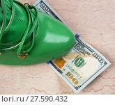 Купить «Cash and Shoes.», фото № 27590432, снято 22 апреля 2018 г. (c) PantherMedia / Фотобанк Лори
